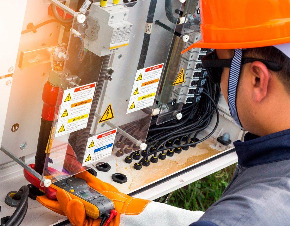 Electricistas servicios 960x750 - Servicios de Electricistas en Barcelona